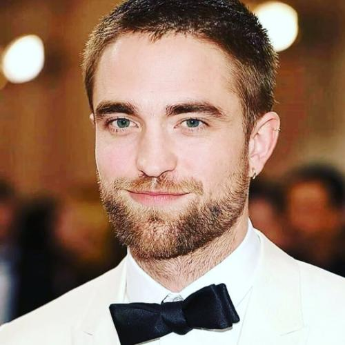 Robert Pattinson Hairstyle Lots Of Pictures Of Hairstyles Of Famous Actor Men S Hairstyles Haircuts X